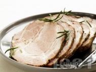 Печен свински врат на фурна с подправки на фурна